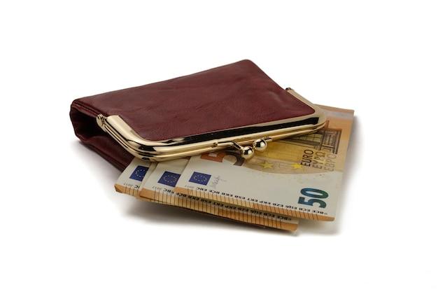 50유로 지폐가 있는 빨간 가죽 지갑