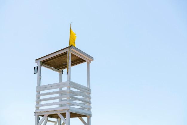 Спасательная вышка для спасателя, место летнего путешествия, охрана и безопасность