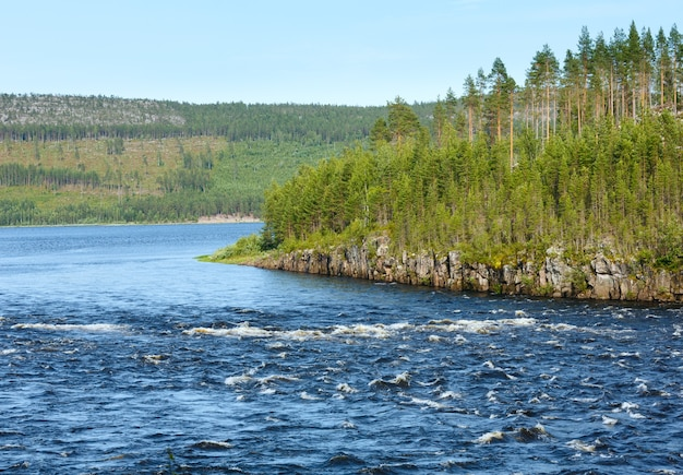 夏のスウェーデンの川。