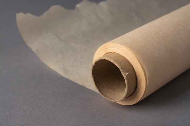 Рулон бумаги для выпечки.