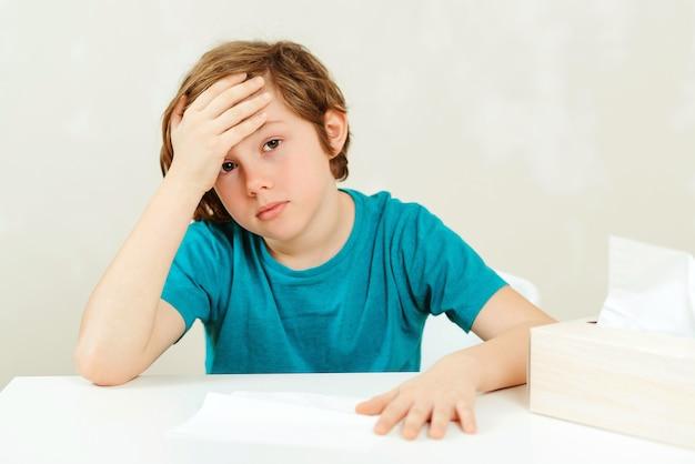 У школьника на уроках болит голова