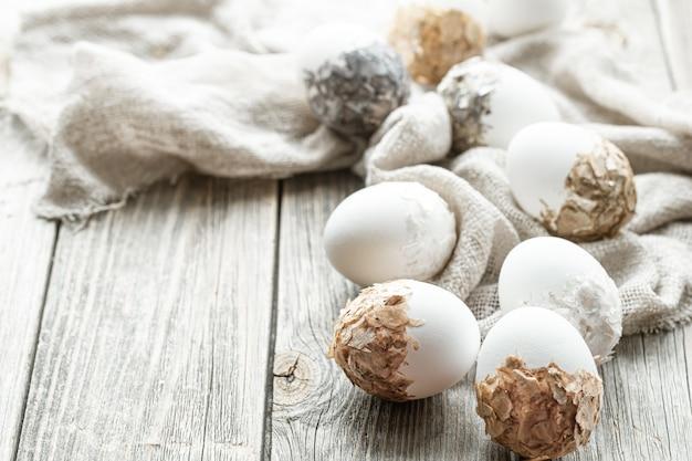 아름답게 장식 된 부활절 달걀의 집합입니다. 부활절 휴가 개념.