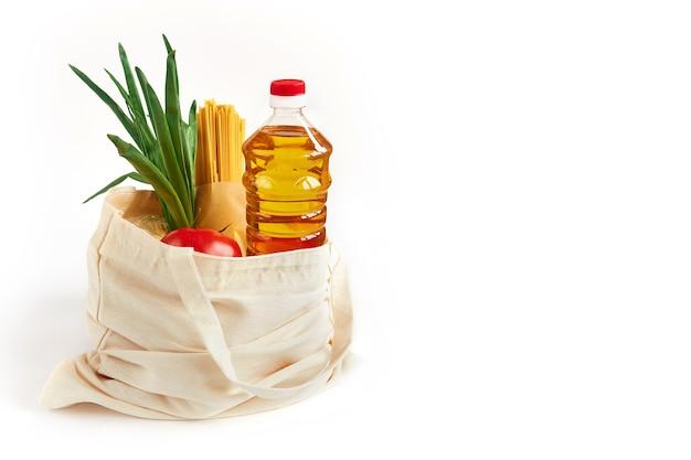 Набор продуктов питания в тканевом мешочке, купить в супермаркете.