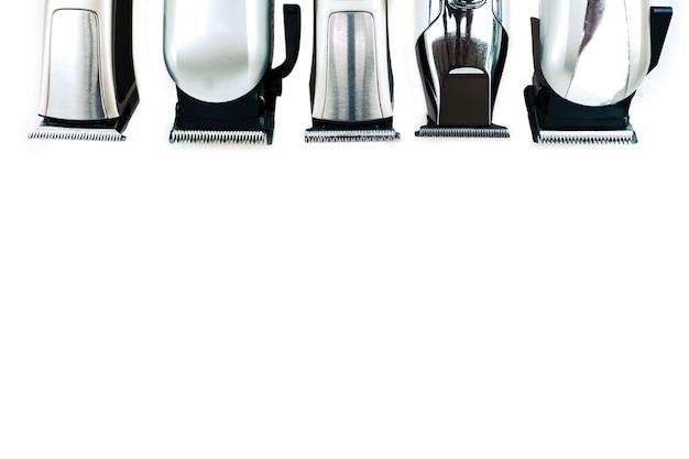 Набор инструментов для стрижки волос на белом фоне для стрижки парикмахерской бороды салона