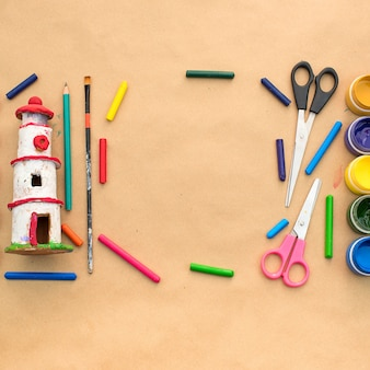 Набор материалов для творчества и рисования хобби.