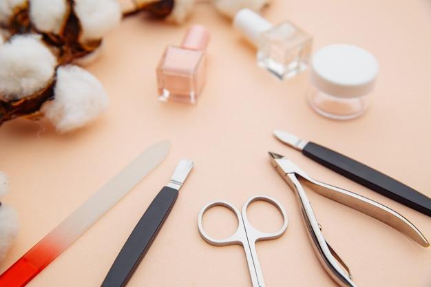 Набор профессиональных инструментов для маникюра и педикюра