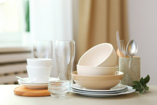 Набор посуды на стол