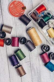 縫製用の糸と針のセット