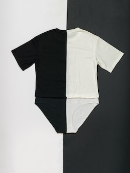 흑백 바탕에 흑백 속옷 세트. 대비되는 여름 옷 세트입니다. 플랫 레이. 프리미엄 사진