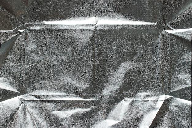 Серебряная обертка от шоколада крупным планом