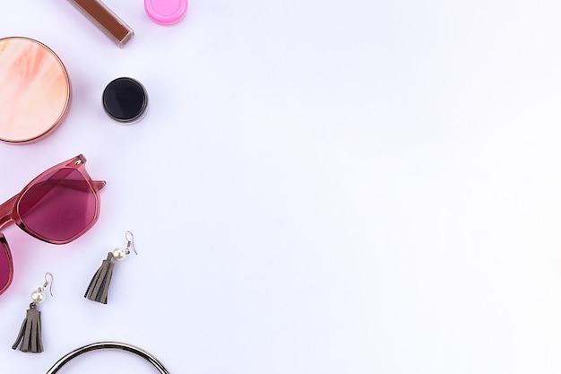 Простой женский инструмент для макияжа и аксессуары с местом для текста