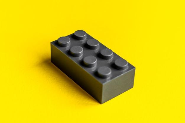 Отдельная деталь абстрактного конструктора для детской игрушки