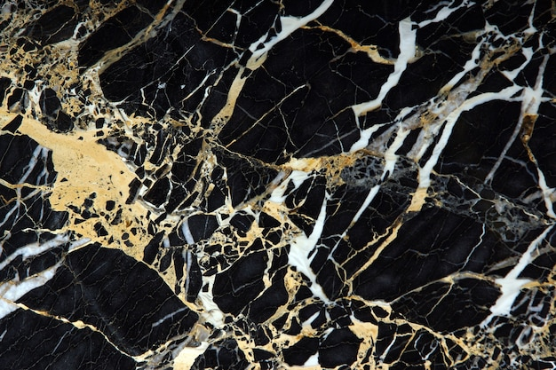 Плита из черного дорогого мрамора с желтыми и белыми прожилками называется new portoro.