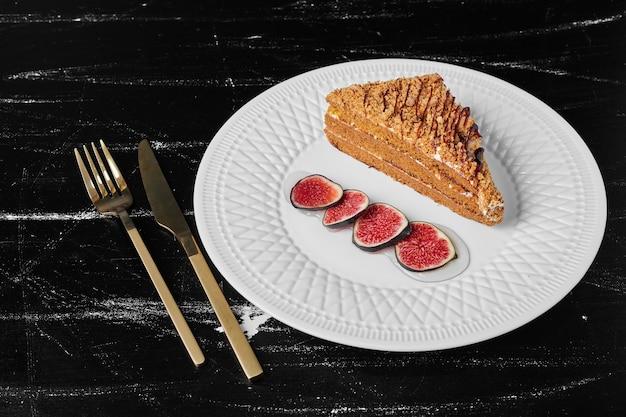 イチジクと蜂蜜ケーキのスライス。