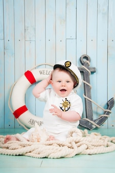 海上インテリアの小さな陽気な船長