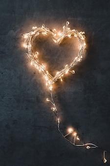 Сверкающее сердце. день святого валентина. карты валентина