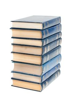 白い背景の上の本のスタック。