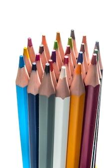 다색 연필 더미