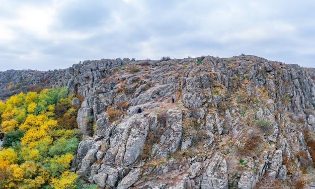 악 토프 스키 협곡과 우크라이나에서 흐르는 개울