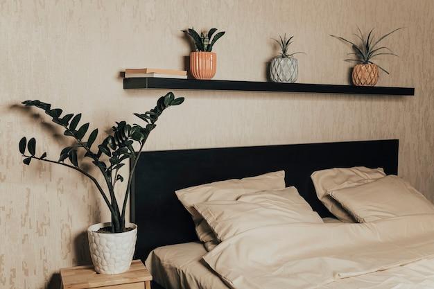 세련된 침실 침대 시트로 만든 침대