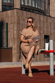 Успешная деловая женщина. стиль деловой женщины.