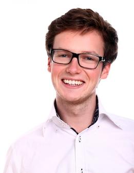 Успешный бизнесмен в очках улыбается