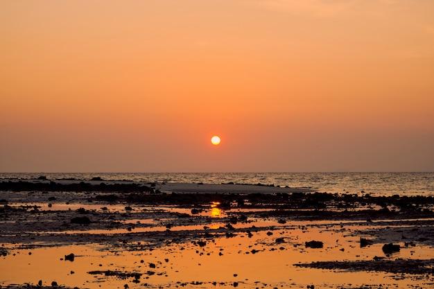 Восход солнца в тале век краби