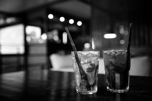 카페 개체의 테이블 프리미엄 사진