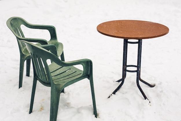 눈이 내리는 테라스