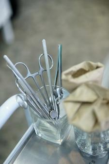 Инструмент для стоматолога перед работой в его офисе