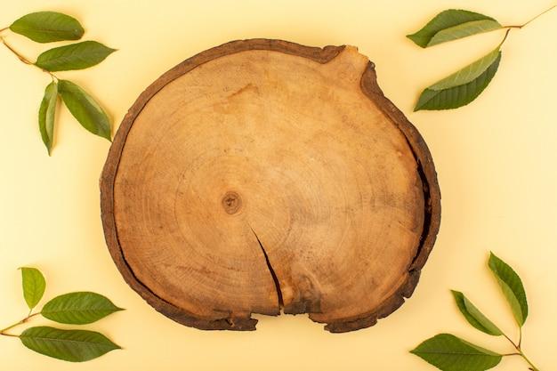 녹색 잎 살구와 함께 소박한 평면도 갈색 나무 책상