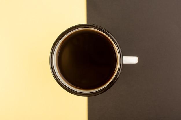 トップビューのコーヒーカップ