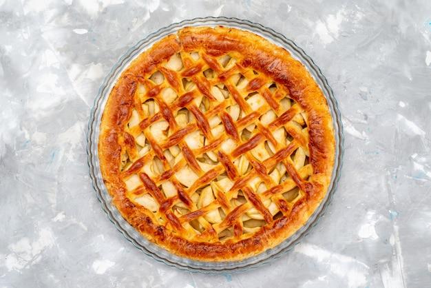 Вид сверху вкусный яблочный торт круглый торт бисквитный сахар фруктовый десертный торт