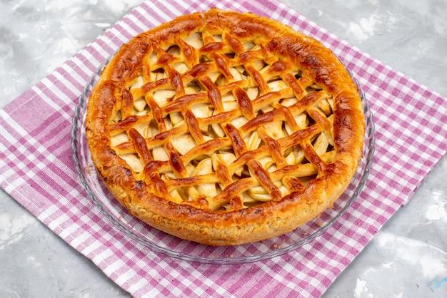 Вид сверху вкусный яблочный торт круглой формы торт бисквит сахар фрукты