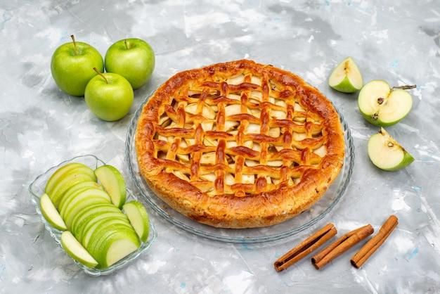 新鮮な緑のリンゴケーキシュガーフルーツと平面図おいしいリンゴケーキ