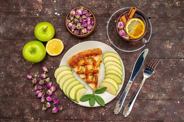 木製の背景ケーキビスケット砂糖にお茶新鮮な緑のリンゴとトップビューおいしいアップルケーキ