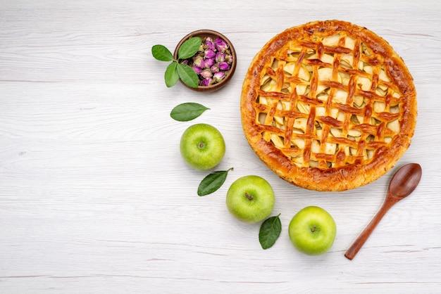 Вид сверху фруктовый торт круглый вкусный с яблоками торт бисквит фруктовый десерт
