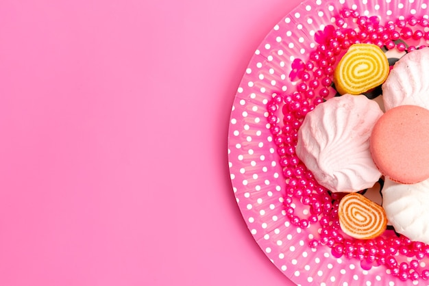 トップビューメレンゲとマーマレードピンク、プレートピンク、ケーキビスケットシュガー