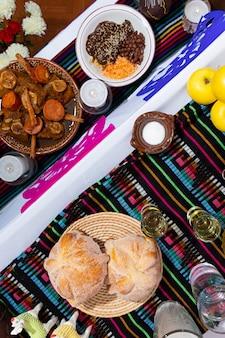 メキシコの家での死者の日の典型的なメキシコの日