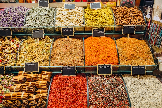 東部市場のさまざまな料理調味料