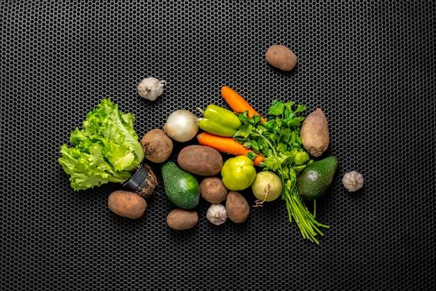 さまざまな平置き食料品野菜新鮮な生の農産物
