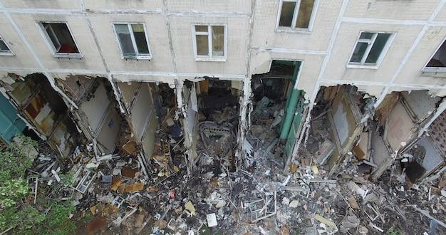 반 철거된 주거용 건물의 수직 검사