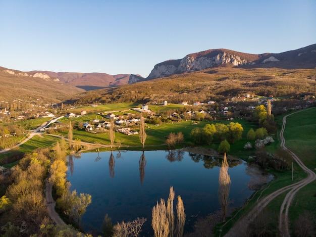 鳥瞰図アルタイ地域からの山の村