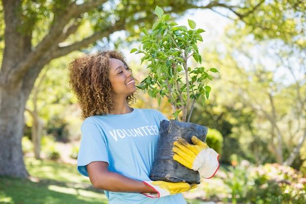 자원 봉사 여자 보유 식물