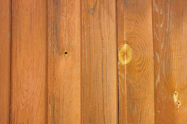 배경으로 칠한 나무 판자의 벽입니다.