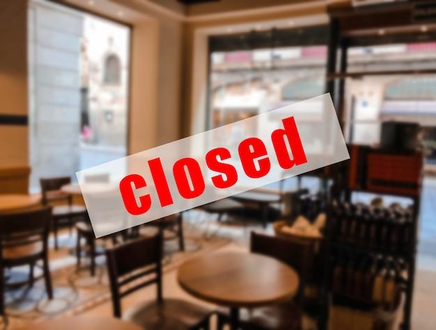 Предупреждающий знак о том, что рестораны или кафе закрыты.