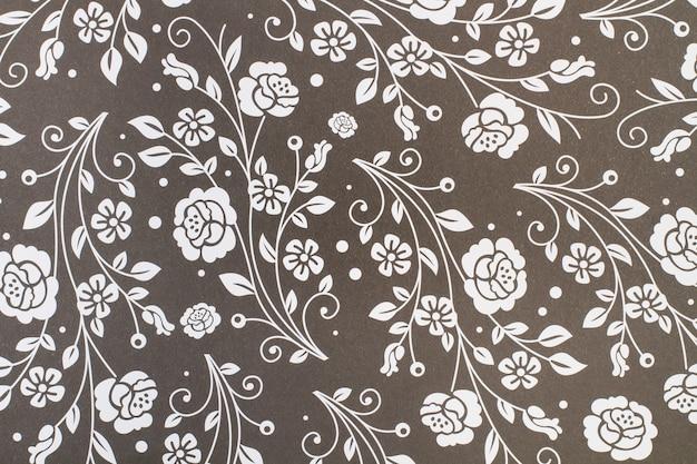 보기 가까이에서 회색 종이 배경에 흰색 꽃 패턴