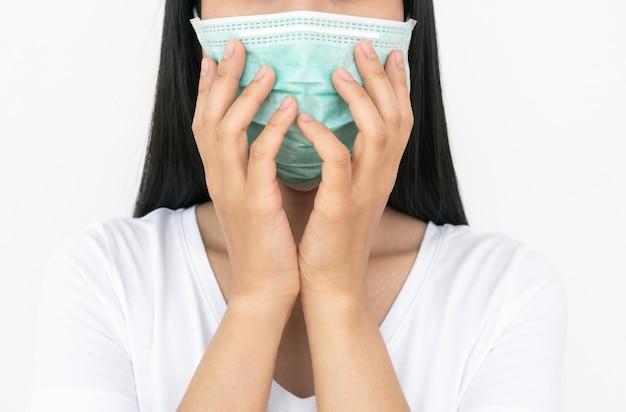 コロナウイルスの蔓延を防ぐフェイスマスクをした女性