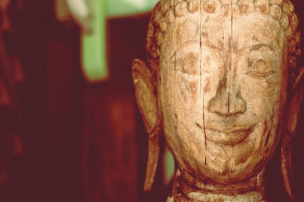 Деревянная предпосылка статуи скульптуры головы будды