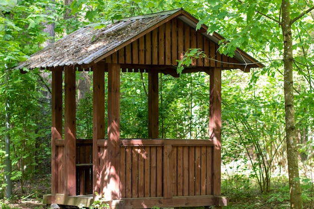 숲속의 휴식을 위한 나무 전망대